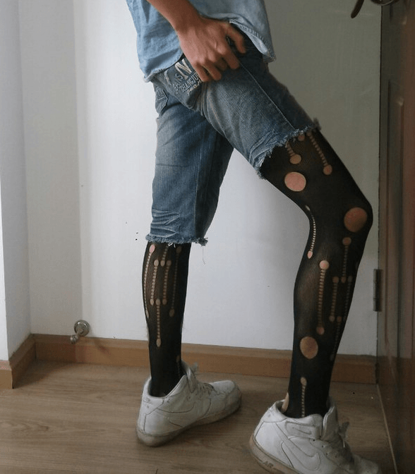 Men Wear Ripped Jeans with Pantyhose